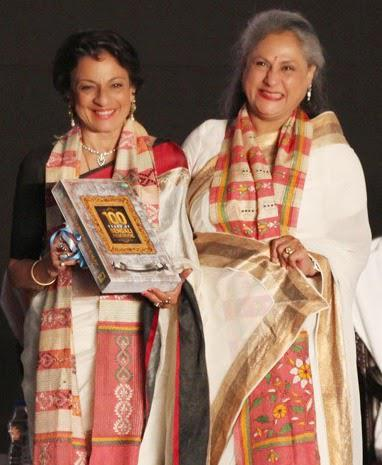Tanuja Mukherjee And Jaya Bachchan Cool Pose During The Opening Ceremony Of 20th Kolkata Film Fest