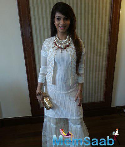 Tanishaa Mukerji Looking Beautiful In A White Neeta Lulla Outfit During 20th Kolkata International Film Festival