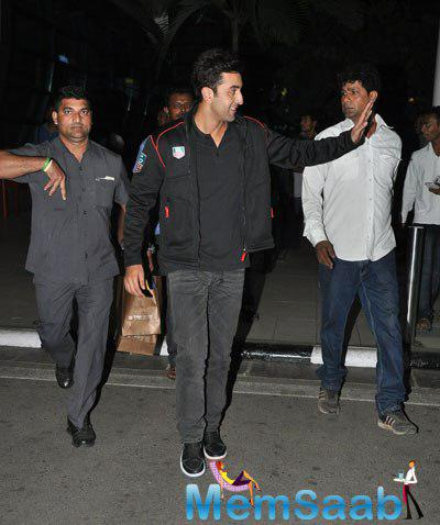 Ranbir Kapoor Greeted His Fans At The Airport