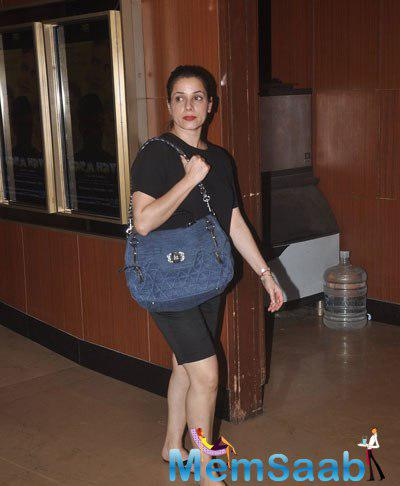 Neelam Kothari Arrived The Screening Of Garam Hawa Film