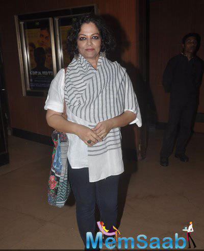 Tanvi Azmi Smiling Pose For Camera During The Screening Of Garam Hawa Film