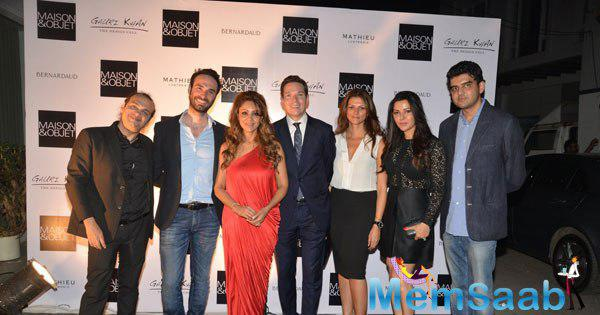 Gauri Khan Posed With Other Celebs During The Champagne Evening With Raj Anand Of Maison & Objet Show
