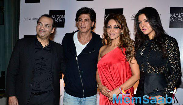 SRK With Wife Gauri Khan And Others Posed At The Champagne Evening With Raj Anand Of Maison & Objet Show