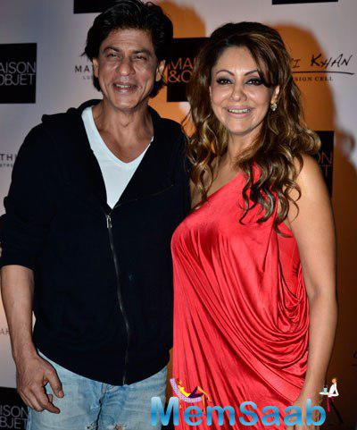 The Star Couple Shah Rukh Khan And Gauri Khan Happily Posed For Shutterbugs At The Red Carpet