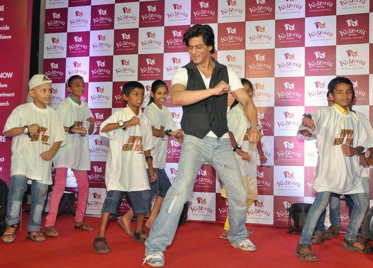 Shah Rukh Khan Shook His Legs With Kids At The Launch Of Kidzania Mumbai Celebrate Children's Month