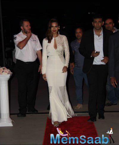 Esha Gupta Walk On Red Carpet At IFEFA Opening Ceremony In Sydney Australia