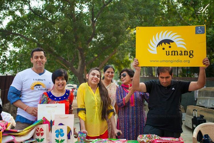 Salman Khan Posed With Kids From Umang NGO