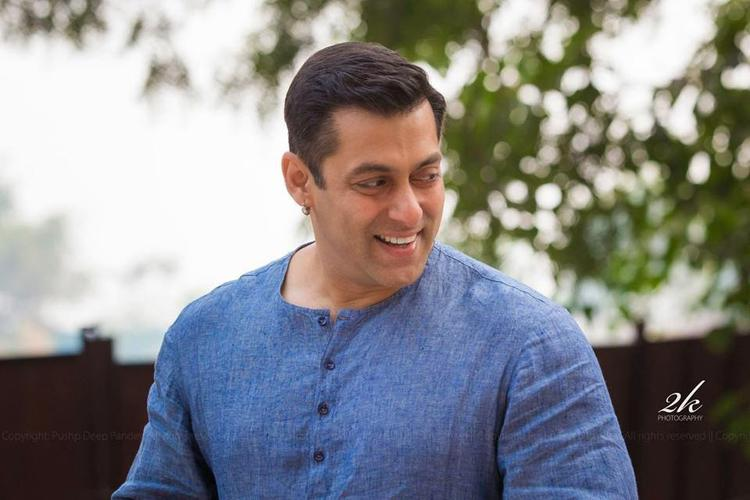 Smiling Salman Khan Visits Umang NGO To Spending Time With Children