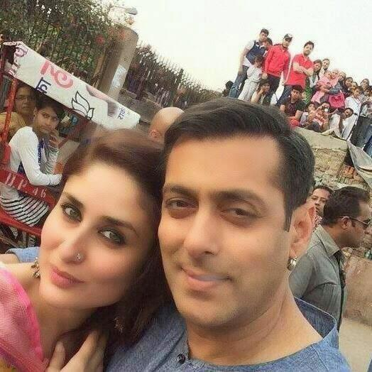 Kareena Kapoor Khan And Salman Khan Taking Selfie On The Shooting Set Of Bajrangi Bhaijaan At Delhi