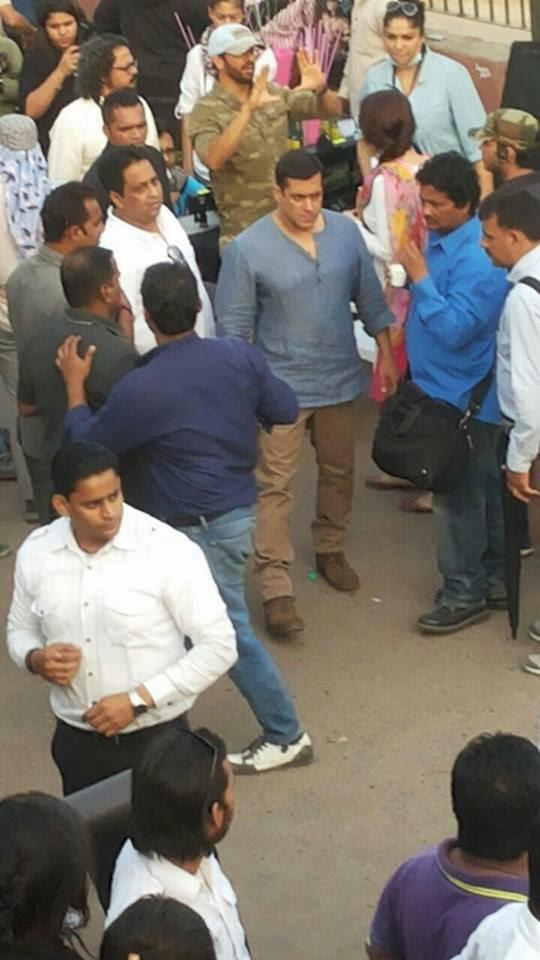 Salman Khan On The Shooting Set Of Bajrangi Bhaijaan At Delhi