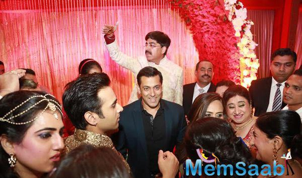 Salman Khan Smiling Look During Pulkit Samrat Reception