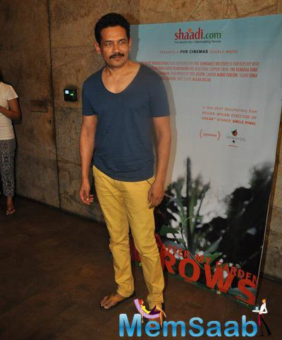 Atul Kulkarni Posed For Camera At The Screening Of Documentary Movie Hosted By Aamir Khan