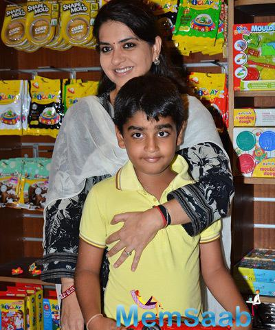 Shaina NC Cool Look With A Kid At Children Day Celebrations