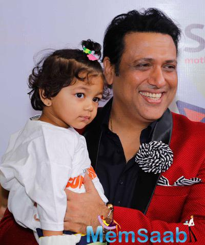Govinda Cool Smiling Pose With A Kid At The Surya Sunshine Walkathon 2014