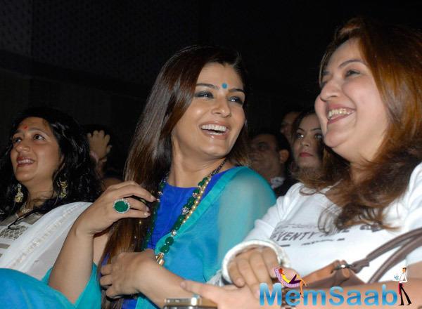 Raveena Tandon Cool Laughing Look During Lalitya Munshaw Concert