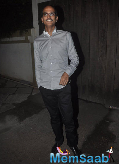 Rohan Sippy Smiling Pose At 12th Wedding Anniversary Of Sonali Bendre