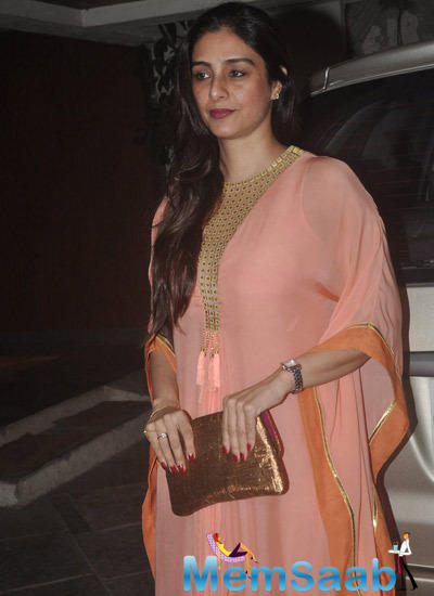 Tabu Glamour Look During 12th Wedding Anniversary Of Sonali Bendre