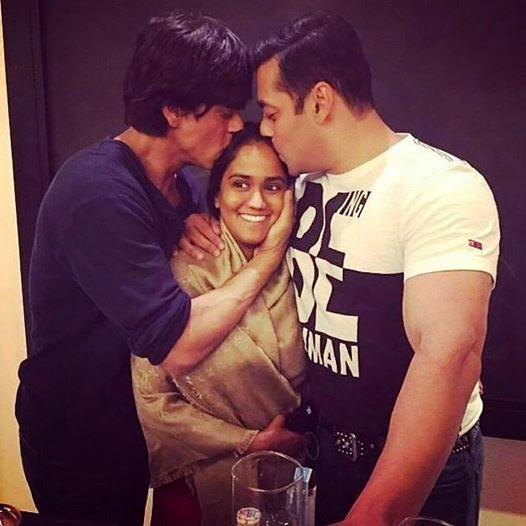 Shah Rukh And Salman Kiss Arpita Khan For Blessing Her A Bright Future