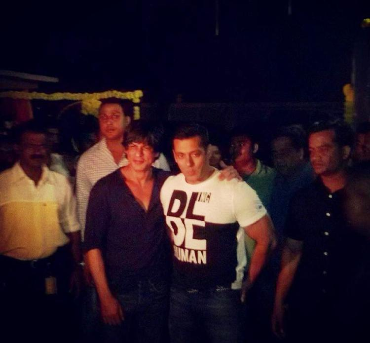 SRK Attend Salman Khan Sister Arpita Khan Wedding Ceremony