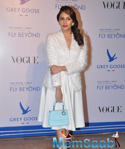 Huma Qureshi In White Dress Dazzling Look During Grey Goose Fly Beyond Awards 2014