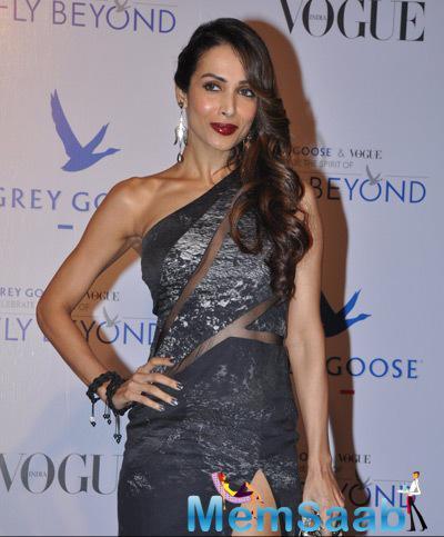 Malaika Arora Khan Gorgeous Look In Red Lippy During Grey Goose Fly Beyond Awards 2014