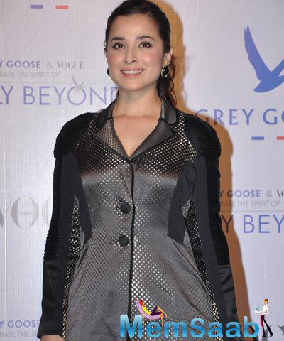 Simone Singh Cool Smiling Look During Grey Goose Fly Beyond Awards 2014