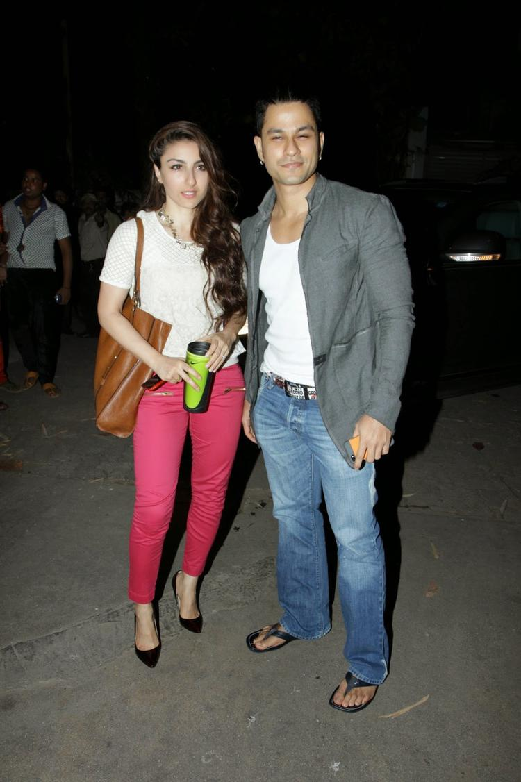 Soha Ali Khan And Beau Kunal Khemu Posed During Happy Ending Movie Screening