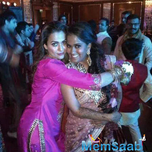 Amrita Arora Hugs Bride Arpita Khan During Arpita Khan Wedding Ceremony