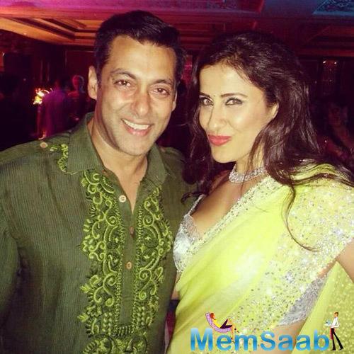 Malaika Arora Khan Fitness Trainer Yasmin Karachiwala Posing With Salman Khan At Arpita Wedding