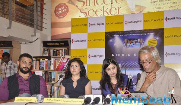 Arunoday,Nidhie Sharma, Amrita Chowdhury And Sudhir Mishra Posed During The Launch Of Nidhie Sharma Book