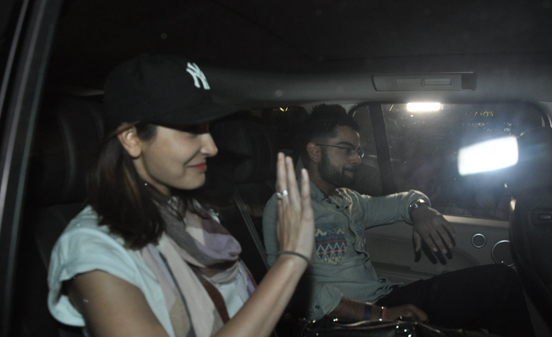 Anushka Sharma And Virat Kohli Snapped At Mumbai Airport During They Return From Delhi