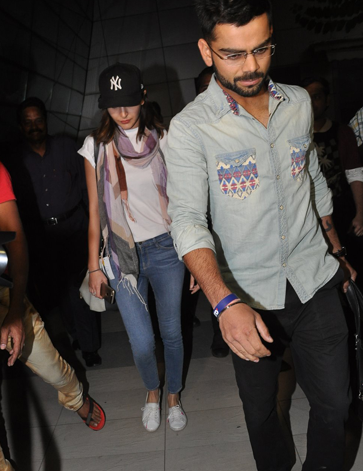 Anushka Sharma And Virat Kohli Spotted At Mumbai International Airport
