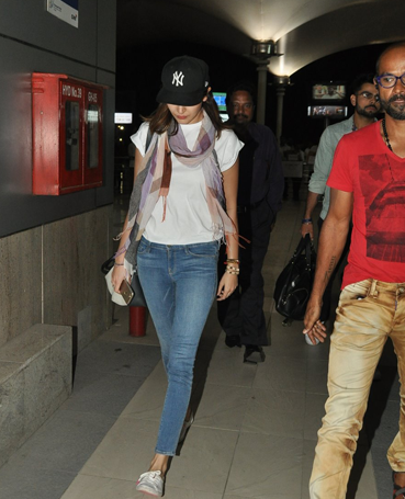 Anushka Sharma Casual Look During She Spotted At Airport