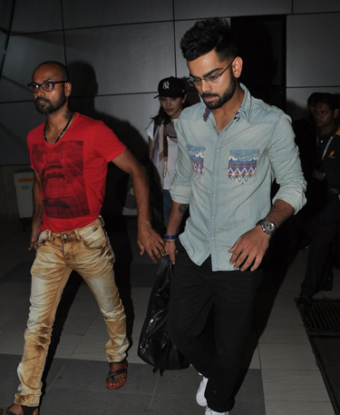 Virat Kohli Looked Smart At Mumbai International Airport