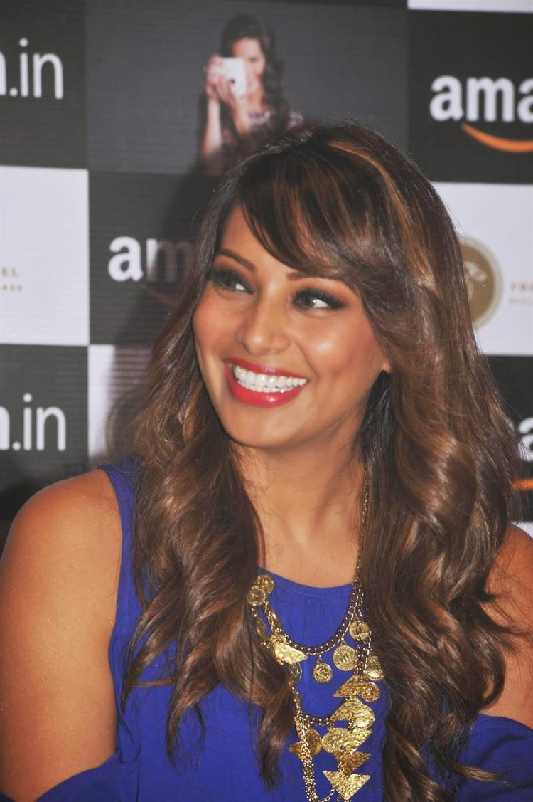 Bipasha Basu Cool Laughing Pose During Amazon.In And The Label Corp Exclusive Partnership Event