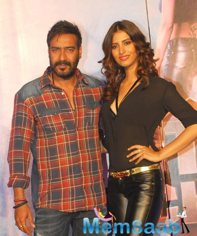 Ajay Devgan And Manasvi Mamgai Posed For Camera During Action Jackson Movie Gangster Baby Song Launch