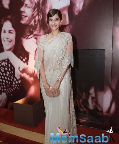 Fashionista Sonam Kapoor Looked Stunning In An Anamika Khanna Creation
