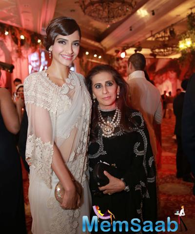 Sonam Kapoor Posed With Mom Sunita Kapoor During The Launch Of Anamika Khanna Store