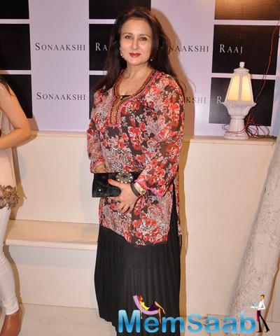 Poonam Dhillon Wearing A Floral Print Kurta And A Black Skirt At The Launch Of Sonaakshi Raaj Flagship Store