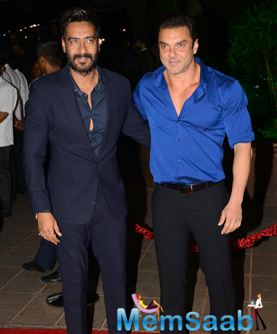 Ajay Devgan And Sohail Khan Posed During Arpita Khan And Aayush Sharma Wedding Reception