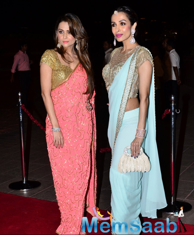 Amrita Arora Posed Wiuth Sister Malaika Arora Khan During Arpita Khan And Aayush Sharma Wedding Reception