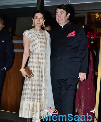 Karisma Kapoor Posed WIth Dad Randhir Kapoor During Arpita Khan And Aayush Sharma Wedding Reception