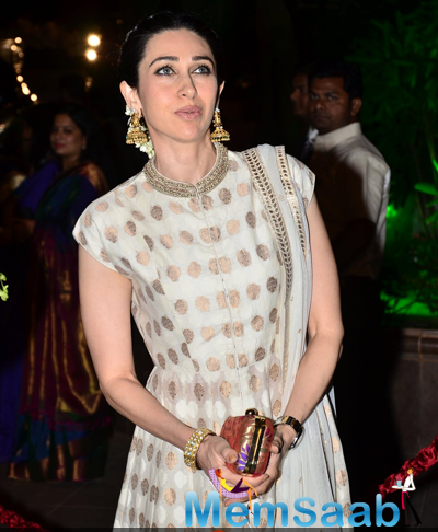 Karisma Kapoor Stunning Chic Look At Arpita Khan And Aayush Sharma Wedding Reception
