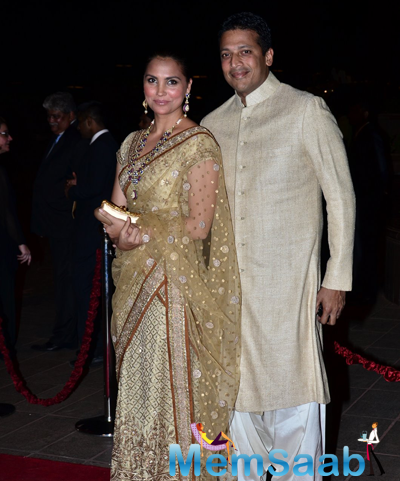 Lara Dutta Posed With Hubby Mahesh Bhupathi During Arpita Khan And Aayush Sharma Wedding Reception