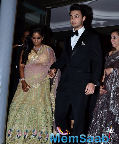 Newly Wed Arpita Khan And Aayush Sharma At Their Wedding Reception