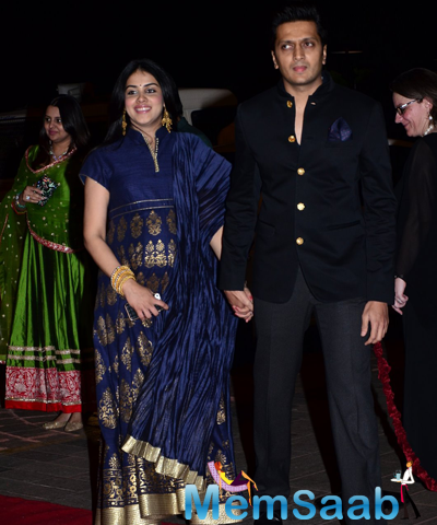 Riteish Deshmukh And Wife Genelia D'Souza Cool Posed At Arpita Khan And Aayush Sharma Wedding Reception