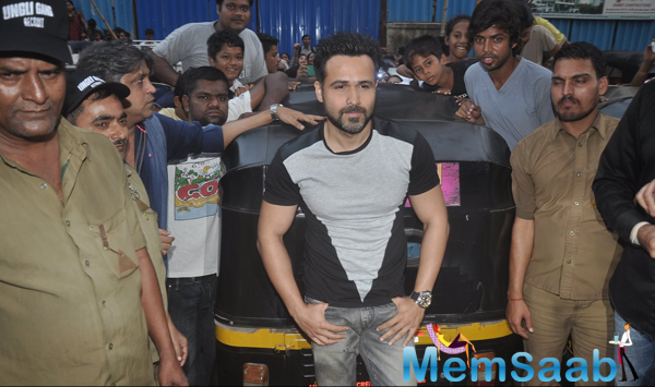 Emraan Hashmi Promoting His Film Ungli On The Mumbai Streets