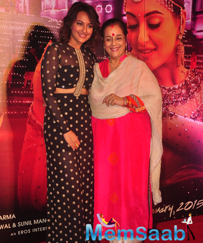 Sonakshi Sinha Posing With Her Mom Poonam Sinha At Radha Nachegi Song Launch From Tevar