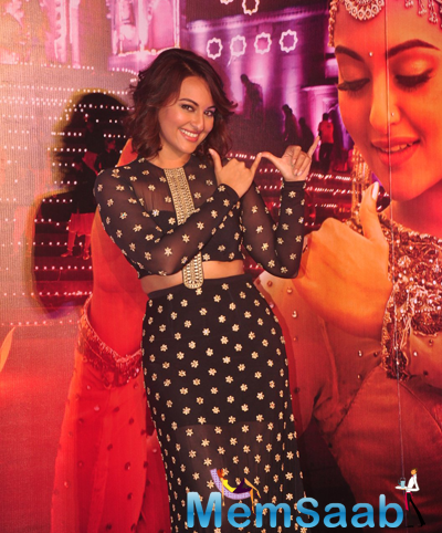 Sonakshi Sinha Posing As Playing Flute At Launch Of Radha Nachegi Song From Tevar