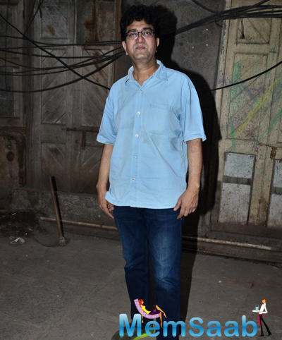 Prasoon Joshi Posed For Camera During Swachh Bharat Campaign